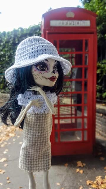 Crackita alla cabina telefonica