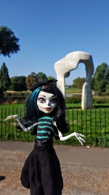 Crackita scultura Londra