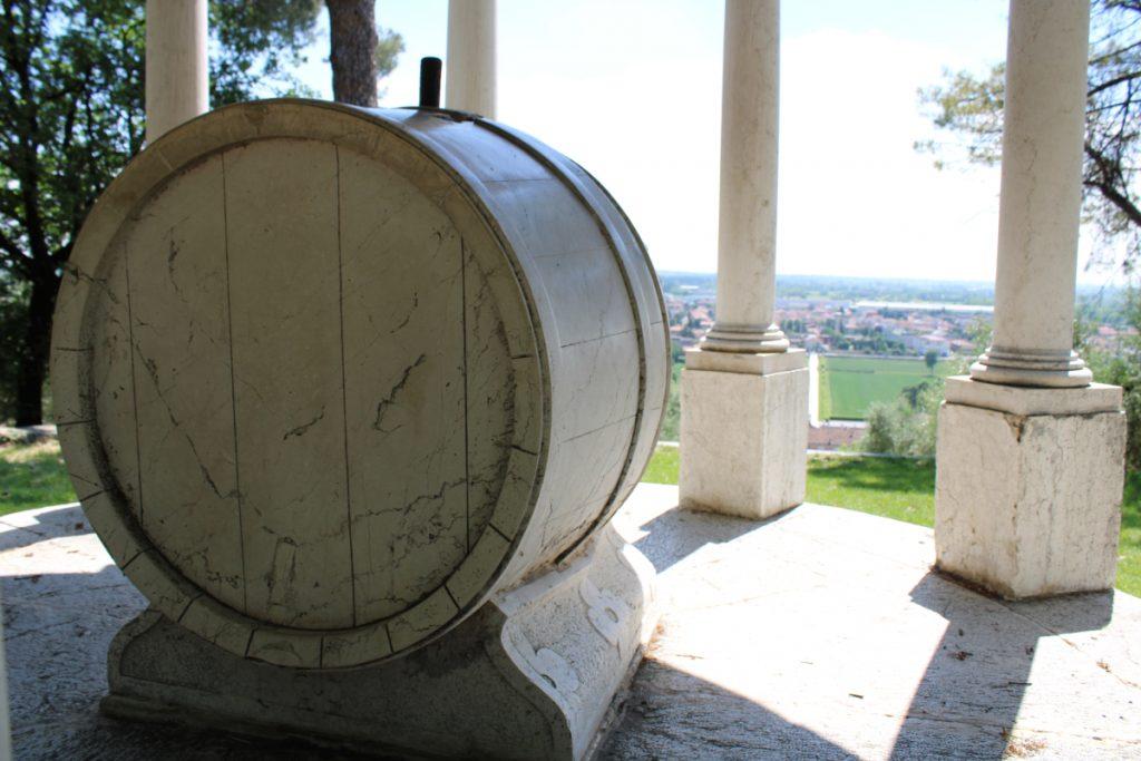arte marmorea, botte del tempio di bacco in rezzatto brescia lombardia