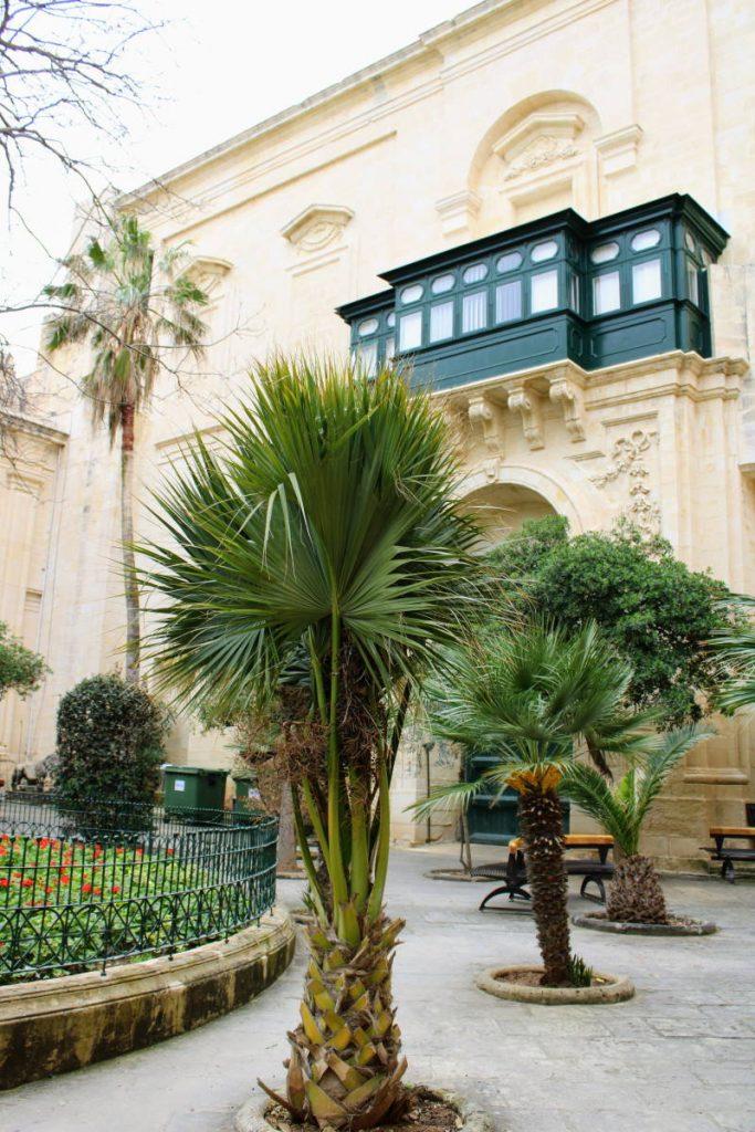 Interno palace Armony