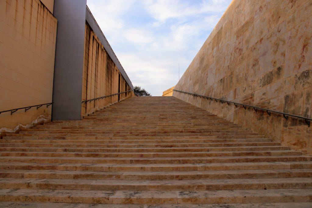 Viaggio a Malta - Scalinata bastioni Valletts
