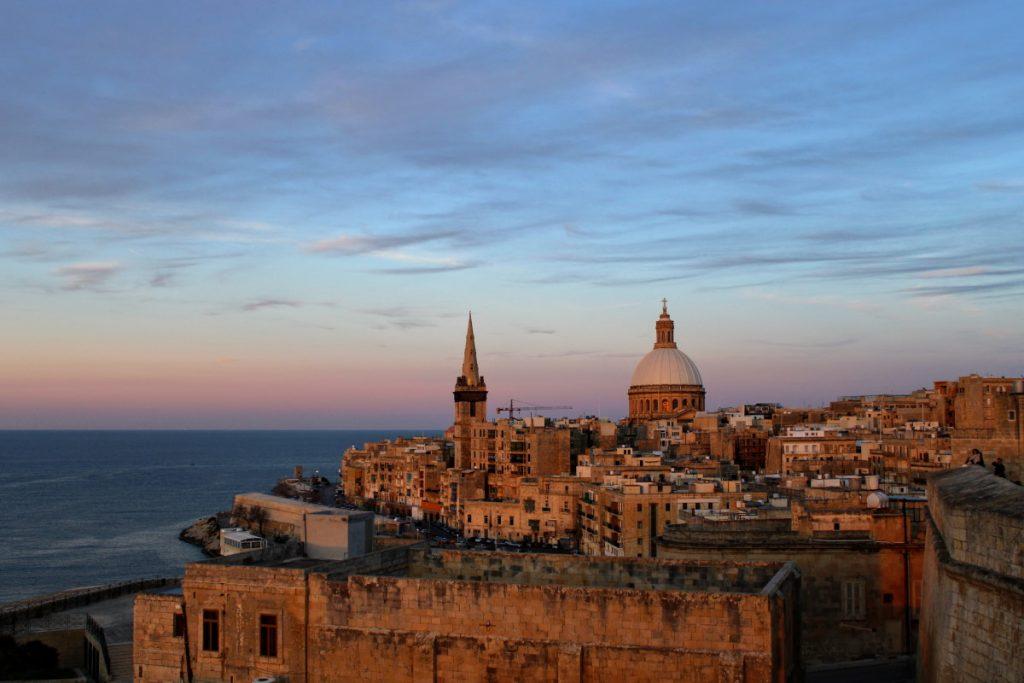 Viaggio a Malta - tramonto sulla skyline Malta