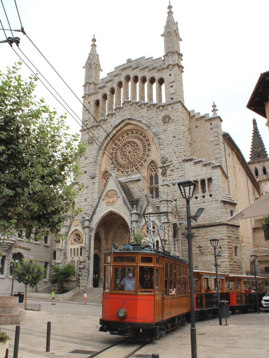 Tram e chiesa di sam Bartolomeo
