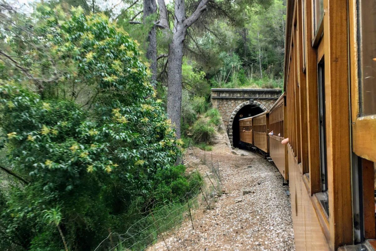 Tren de Sóller e tunnel