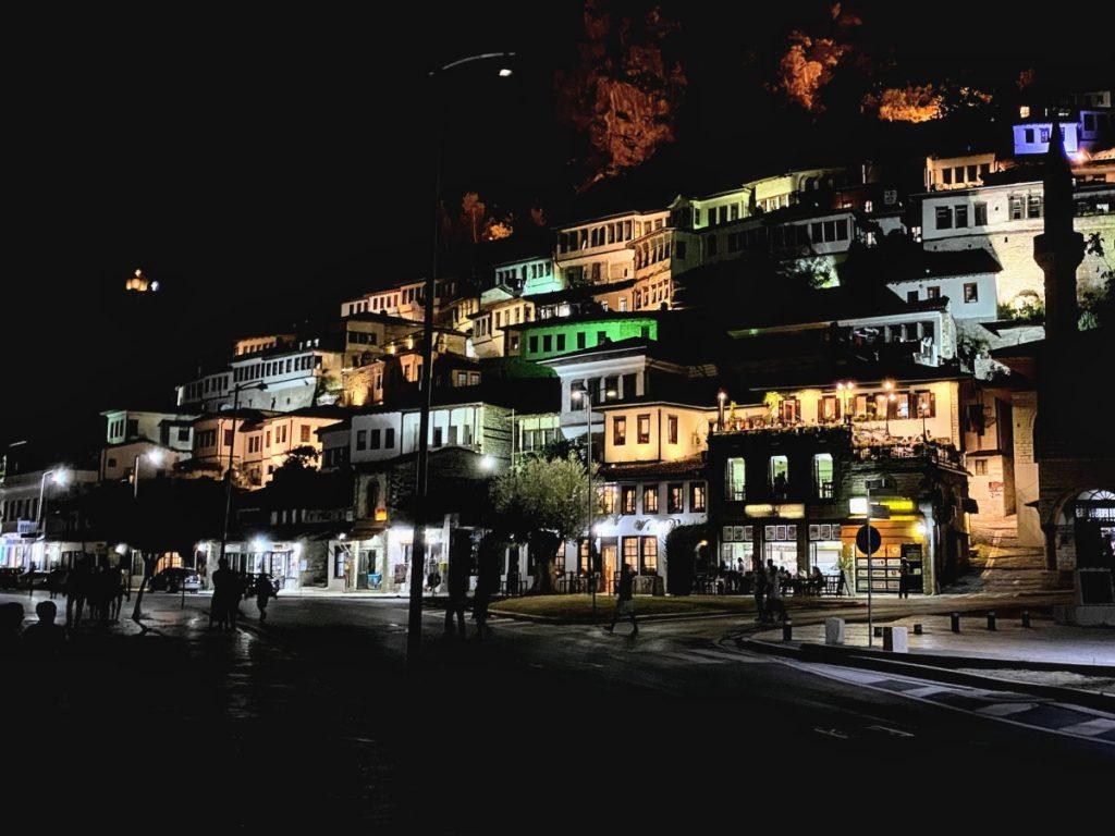 Mangalem a Berat by night