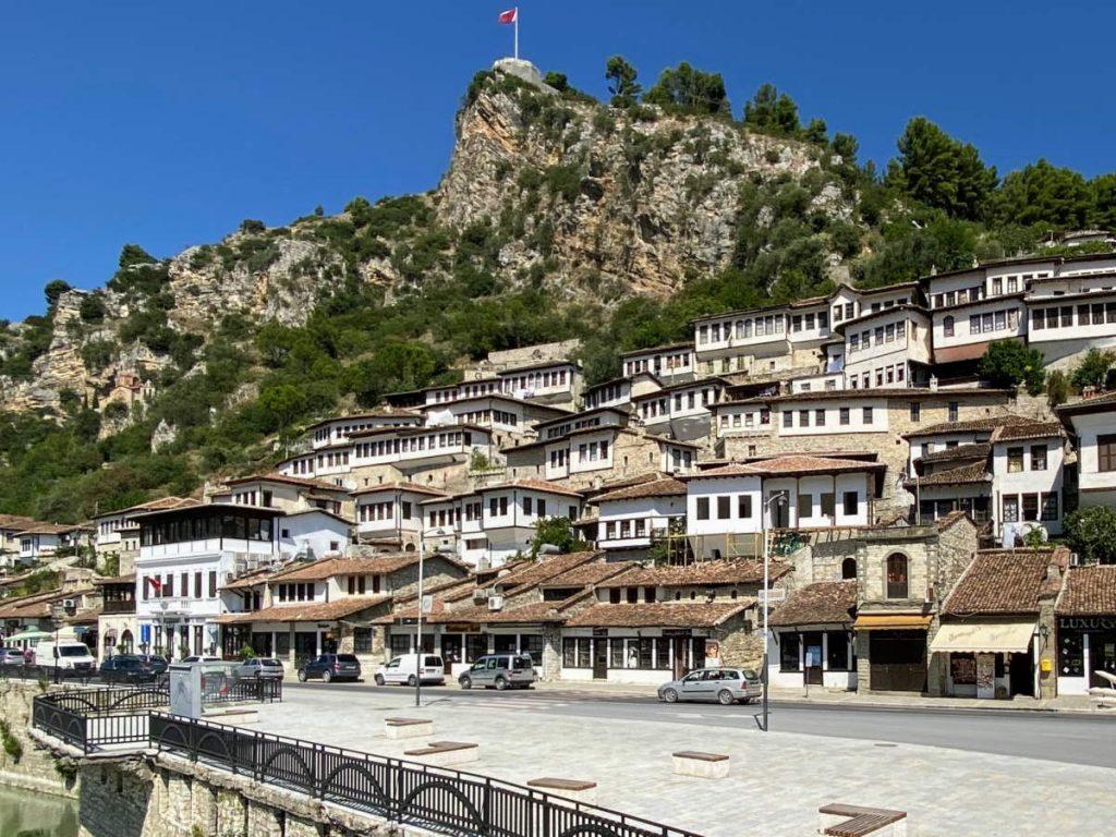 Coda vedere a Berat - quartiere di Mangalem