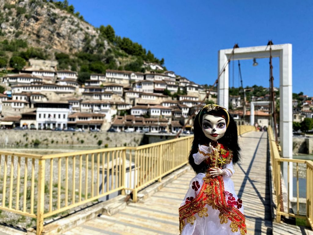 Ponte Sospeso a Berat