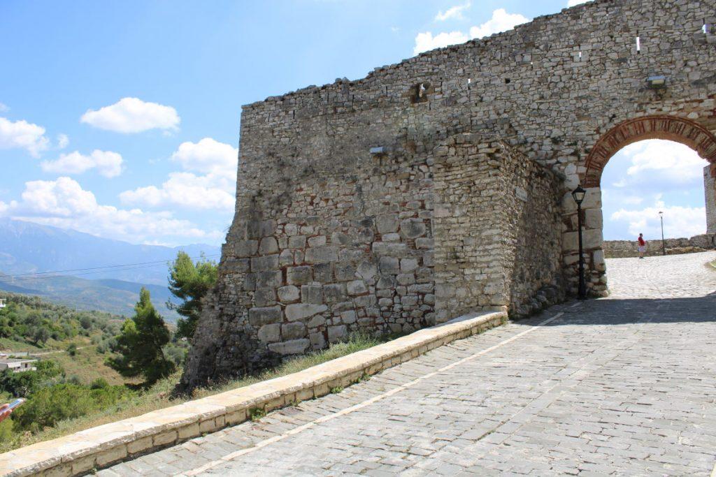 Coda vedere a Berat - Ingresso Castello