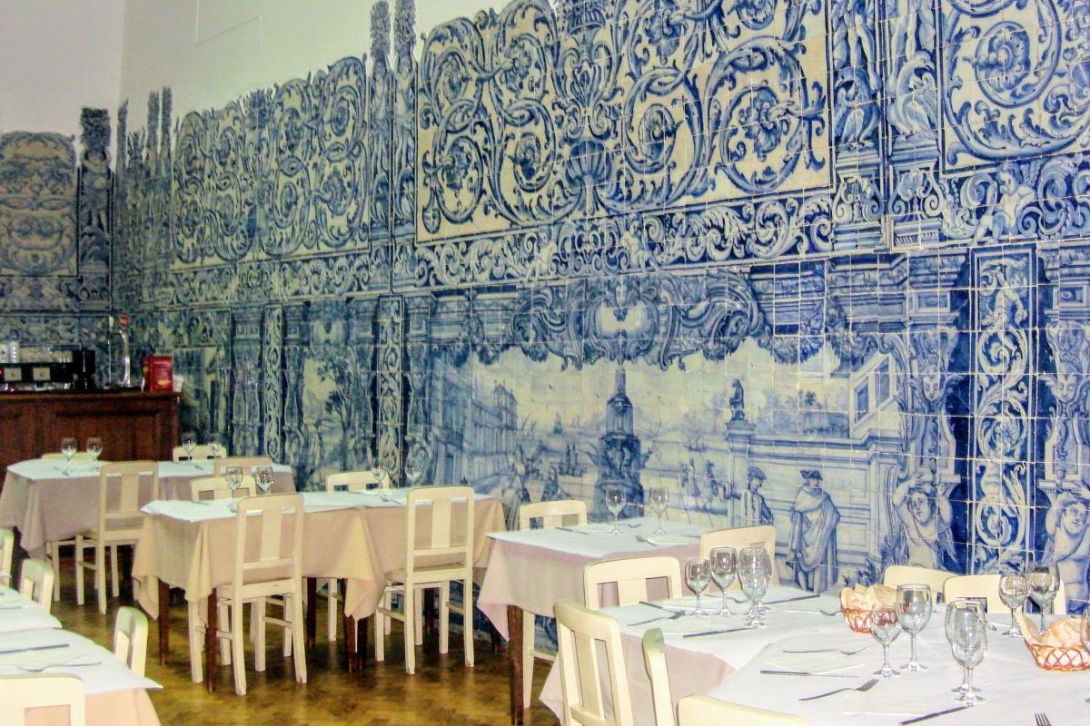 Ristoranti tipici a Lisbona copertina