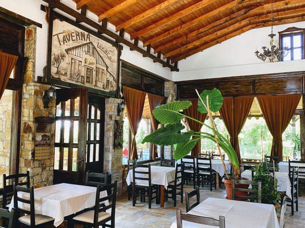 Interno Taverna Lazzaro a Berat