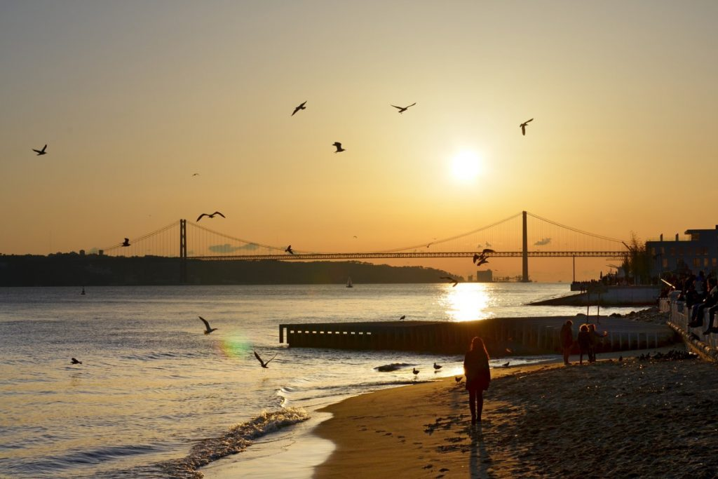 Tramonto a Lisbona con ponte 25 aprile