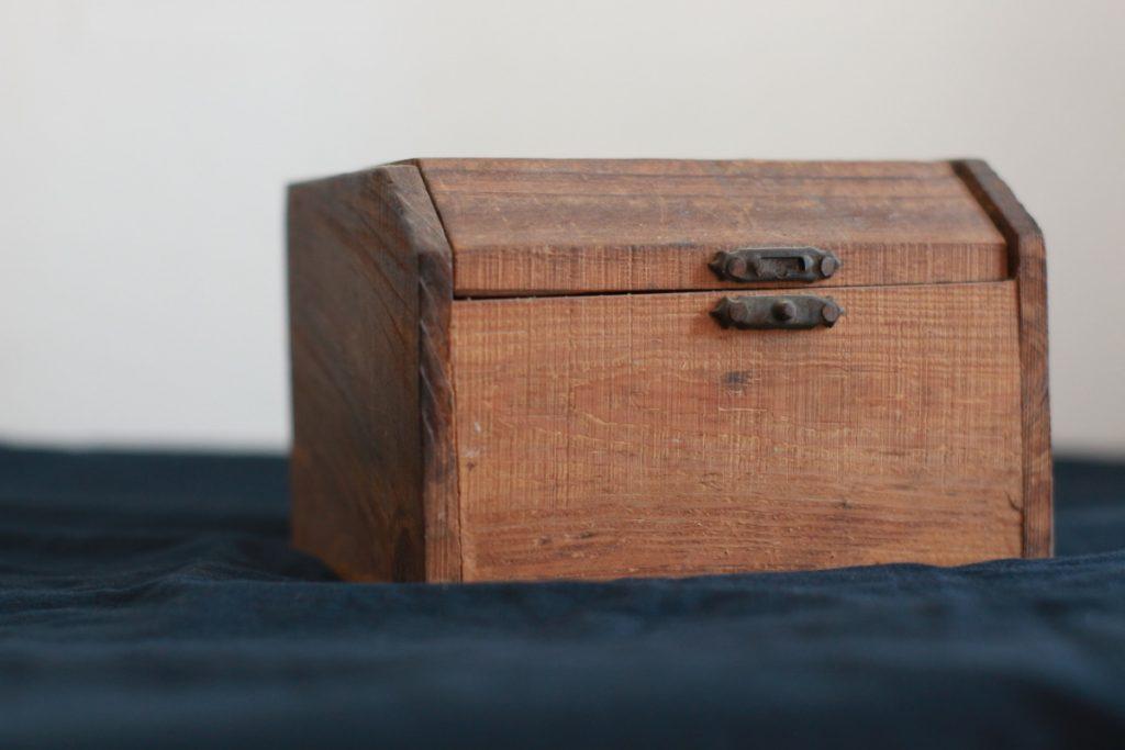 money box in legno