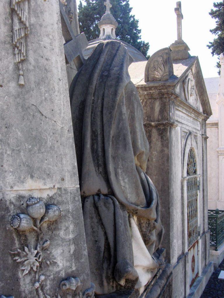 Cimiteri monumentali di Lisbona - statua Cemiterio dos Prazeres