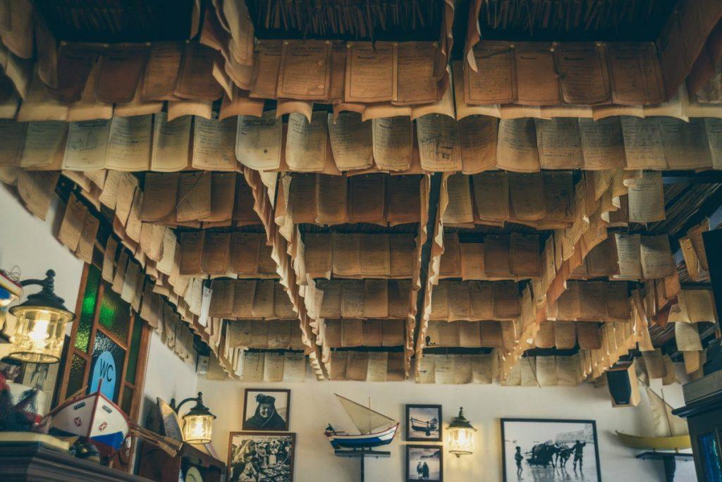 taberna da adélia messaggi dei clienti appesi al soffitto