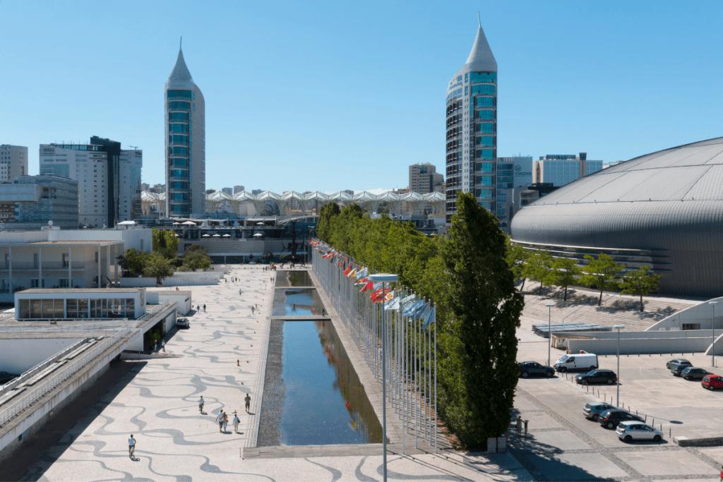a destra nella foto l'Altice Arena ex Pavilhão Atlântico Parco delle Nazioni