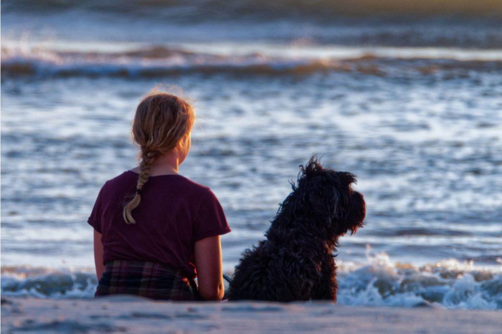 ragazza spiagge dog-friendly